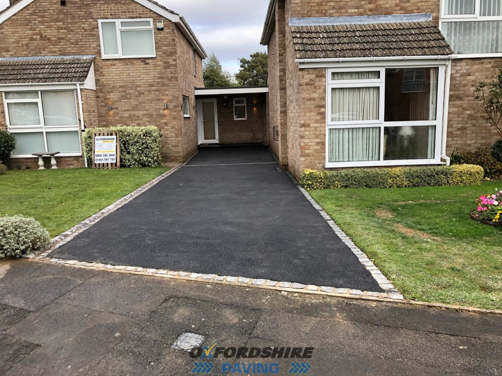Tarmac Driveway With Cobble Border in Oxfordshire