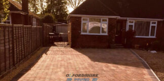 Brindle Block Paved Driveway with Charcoal Border in Oxford